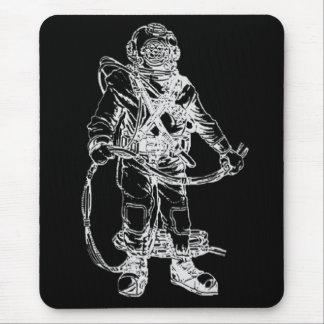 Buceador de MKV en negro Tapete De Ratón