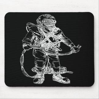 Buceador de MKV en negro Alfombrillas De Raton