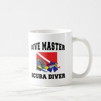 Buceador principal de la zambullida taza de café