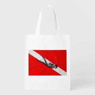 Buceador y bandera de la zambullida bolsa para la compra