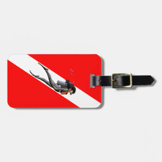 Buceador y bandera de la zambullida etiqueta de equipaje