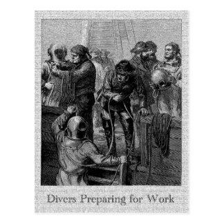 Buceadores que se preparan para trabajar la postal