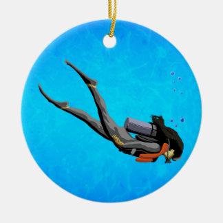 Buceo con escafandra de la mujer adorno navideño redondo de cerámica