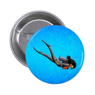 Buceo con escafandra de la mujer pin redondo de 2 pulgadas