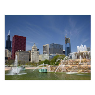Buckingham Fountain located in Grant Park, 2 Postcard