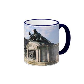 Buckingham Palace statues Ringer Mug