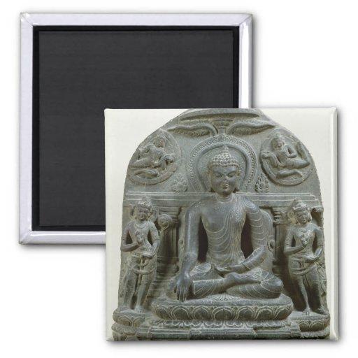 Buda asentado en la meditación imán
