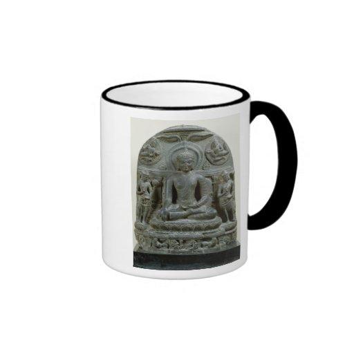 Buda asentado en la meditación tazas