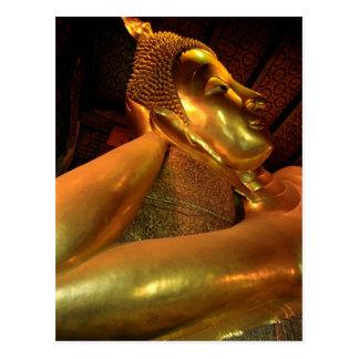 Buda de descanso en el templo de Wat Pho en Bangko Postales