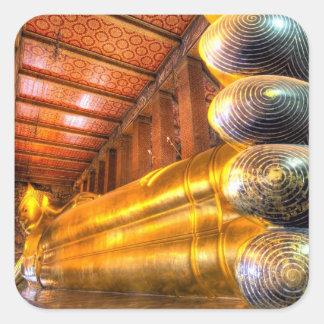 Buda de descanso gigante dentro del templo, Wat Pegatina Cuadrada