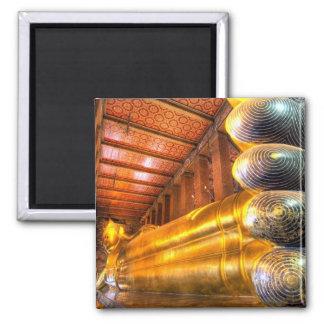 Buda de descanso gigante dentro del templo, Wat Ph Imán Cuadrado