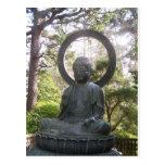 Buda en el jardín de té japonés postal