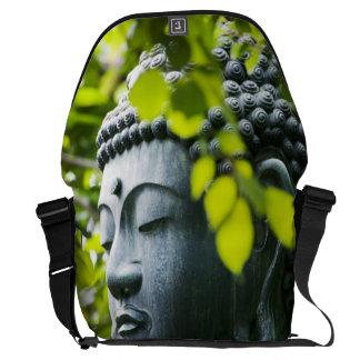Buda en jardín del templo de Senso-ji Bolsa Messenger