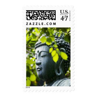 Buda en jardín del templo de Senso-ji Estampilla