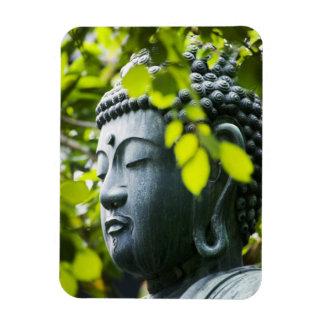 Buda en jardín del templo de Senso-ji Iman