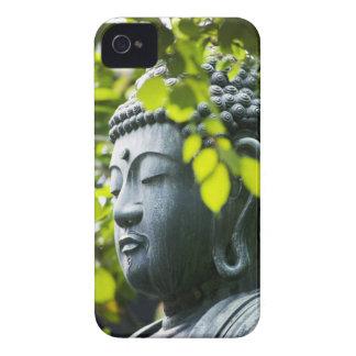 Buda en jardín del templo de Senso-ji iPhone 4 Carcasas