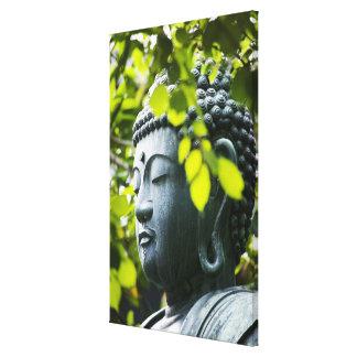 Buda en jardín del templo de Senso-ji Lona Envuelta Para Galerias