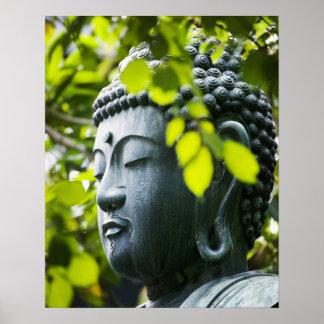 Buda en jardín del templo de Senso-ji Impresiones