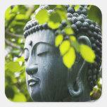 Buda en jardín del templo de Senso-ji Calcomanias Cuadradas