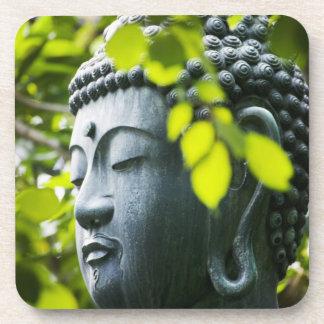 Buda en jardín del templo de Senso-ji Posavasos