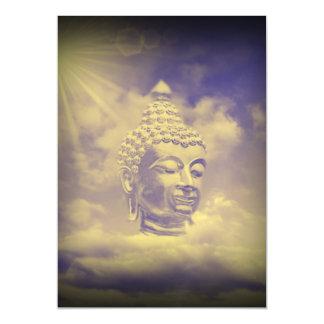 Buda en nubes coloreadas con el sol artificial
