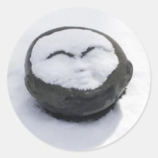 Buda feliz con el Facial de la nieve Pegatina Redonda