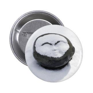 Buda feliz con el Facial de la nieve Pin Redondo De 2 Pulgadas