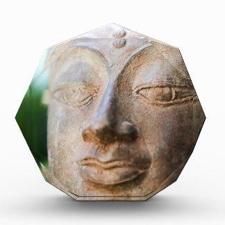Buda hace frente