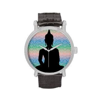 Buda Meditating en el mar de la onda colorida Relojes De Mano