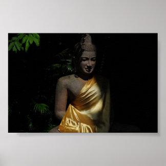Buda que se sienta camboyano posters