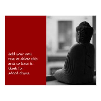 Buda que se sienta en la meditación postales
