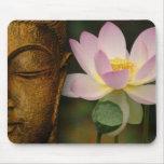 Buda y flor tapete de ratón