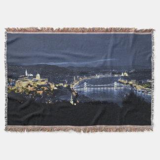 Budapest, Hungría en la manta del tiro de la noche