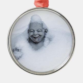 buddhainsnow.jpg adorno navideño redondo de metal