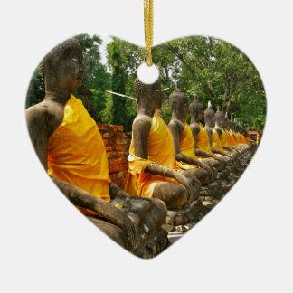 Buddhas tailandés adorno de cerámica en forma de corazón