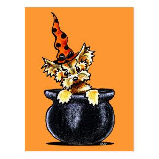 Buen Apagado-Correo Art™ de la bruja de Yorkie Hal Tarjeta Postal