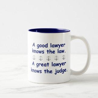 Buen/gran abogado taza de dos tonos