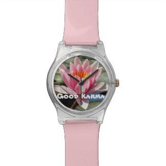 Buen reloj de señoras rosadas de las karmas