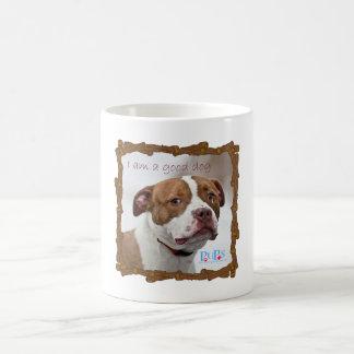 Buen rescate del pitbull del perro tazas