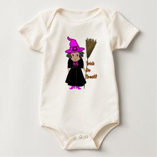 Buena bruja en el gorra rosado - ropa de Halloween Mamelucos