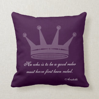 Buena cita de la regla - almohadas de Aristóteles Cojín Decorativo