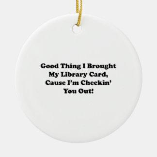 Buena cosa traje mi tarjeta de biblioteca adorno navideño redondo de cerámica
