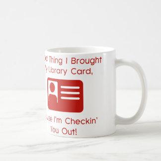 Buena cosa traje mi tarjeta de biblioteca taza de café