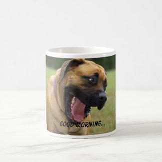 Buena mañana - perro inglés de bostezo del mastín taza clásica