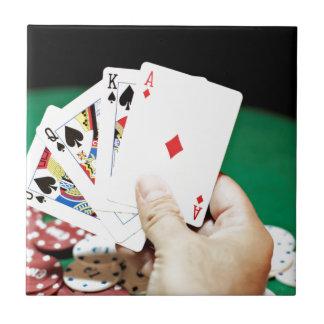Buena mano del póker tejas