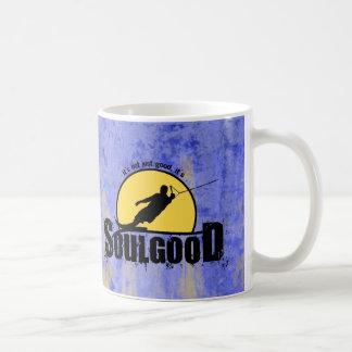 Buena taza de café del esquí acuático del alma