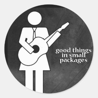 Buenas cosas en pequeños paquetes pegatinas redondas