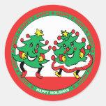 Buenas fiestas árboles de navidad divertidos del pegatina redonda