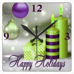 Buenas fiestas decoraciones verdes púrpuras reloj