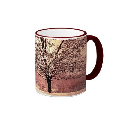 Buenas fiestas paisaje hermoso del invierno taza de dos colores